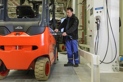H2 Intradrive Betankung Wasserstoff Gabelstapler in der BMW i Produktion