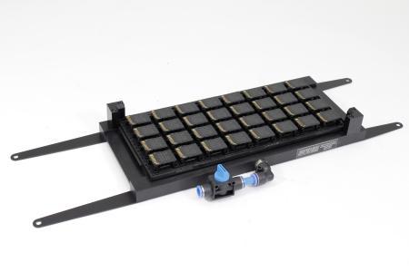 Vakuum- Spannvorrichtung für 32 SD- Cards