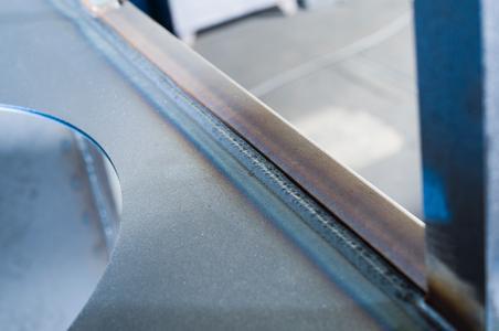 """Neuer EWM-Lichtbogen """"forceArc puls"""" zahlt sich aus - Der Einsatz des neuen EWM-Schweißprozesses """"forceArc puls"""" ermöglicht Mesa erhebliche Effizienzvorteile und Einsparungen / Der Lichtbogen zeichnet sich durch eine deutlich höhere Schweißgeschwindigkeit aus und ist absolut spritzerfrei / Das Nachschleifen von Ansatzstellen ist nicht mehr erforderlich / Foto: EWM AG"""