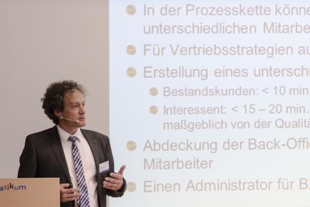 Thomas Springer von der ZEAG Energie AG aus Heilbronn präsentie...