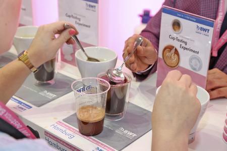 Brandneu: Im Rahmen der Kaffee Olympiade 2015 präsentiert BWT water+more sein verblüffendes 360° Cupping-Experiment erstmals in Süddeutschland.