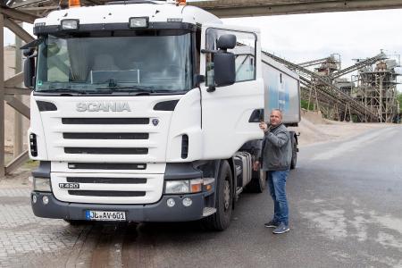 Andreas Voigt  fährt schon seit 1998 für das Unternehmen.