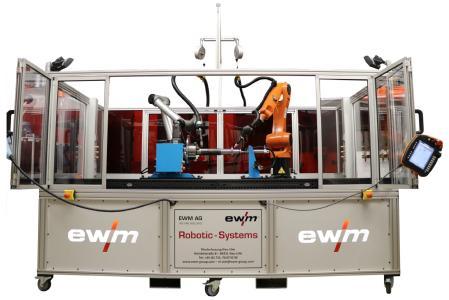 Mit dem flexiblen Komplettsystem zum Roboter-Schweißen bekommen Kunden von EWM eine schweißbereite Roboterzelle. Sie ist mit einer variablen Schutzumhausung ausgestattet