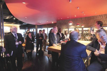 90 geladene Gäste hatten am zweiten Veranstaltungstag auf dem OEKO-TEX® Cocktail-Empfang Gelegenheit, mehr Details über die Anforderungen und Vorteile STeP-Zertifizierung zu erfahren ©Prime Source Forum