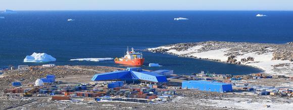 Kupferbergwerk-Zentrale in der Atacamawüste. Bild: Schüco International KG