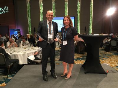 emVox-CSO Jochen Steigner mit der Jury-Vorsitzenden Ronnee Chadowitz (BMW Group)