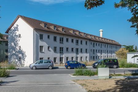 Monoton und langweilig wirkten die grauen Fassaden vor der farblichen Neugestaltung (Foto: Caparol Farben Lacke Bautenschutz/blitzwerk.de)
