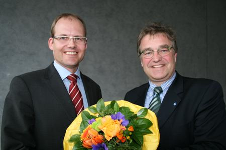 Ulf-Birger Franz (links), Dezernent für Wirtschaft, Verkehr und Bildung, mit Regionspräsident Hauke Jagau