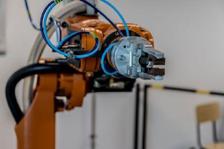 Intelligente Produktion: Bestehende Anlagen werden häufig durch Retrofit nachgerüstet und modernisiert. (Quelle: Pixabay.com, CC0 Creative Commons - Kein Bildnachweis nötig)