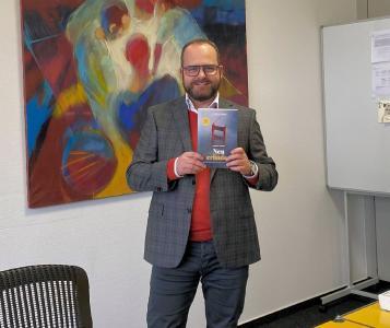 Mit »Neu erfinden« zeigt der Geschäftsführende Gesellschafter von LAUDA, Dr. Gunther Wobser, Wege zum er-folgreichen Innovationsmanagement im deutschen Mittelstand auf