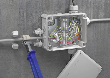 Die Kabelverschraubungen können zum Beispiel bei der Installation der OBO T-Serie eingesetzt werden