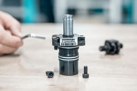 E 7048 Einbauzylinder mit Flansch / Bildquelle: Meusburger