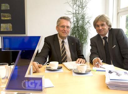 Prof. Dr. Dr. Thomas Sternberg, MdL und RA Werner Stolz (v.l.)