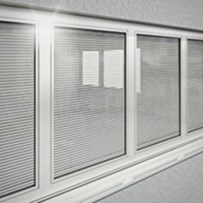 Verbundfenster Schüco AWS 120 CC.SI mit Energieeffizienz auf Passivhausniveau und integriertem Sonnenschutz.