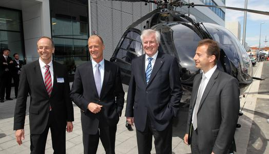 From left to right: Dr. Wolfgang Schoder, CEO Eurocopter Deutschland; Dr. Thomoas Enders, CEO EADS; Horst Seehofer, Minister President of Bavaria; Guillaume Faury, CEO Eurocopter