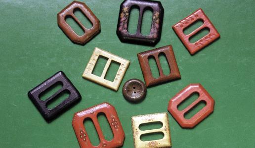 In 1946, Schaeffler produced belt buckles and buttons made from wood / Images: Schaeffler