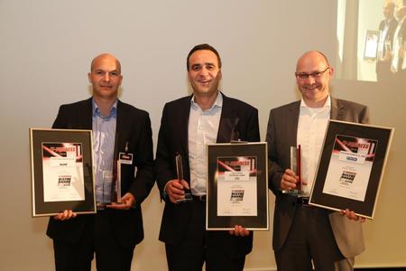 """Die Award-Gewinner in der Kategorie Broadline (v.l.): Stefan Klinglmair, ALSO Deutschland (Platin """"Most Preferred""""), Marcus Adä, Ingram Micro (Platin """"Most Important"""") und Reinhold Egenter, Tech Data, (Gold)"""