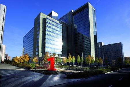 """Außenansicht des """"Herriot's"""" in Frankfurt a. M.: In einem Teil des Gebäudekomplexes hat Vogel Business Media einen neuen Standort eröffnet"""