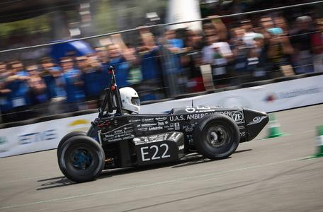 Die Fahrzeuge der Formula Student genügen jederzeit professionellen Ansprüchen an Fahrzeugbau und Motorsport (Quelle: OTH Amberg-Weiden)