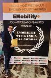 Yogesh Dabhade, Geschäftsführer HOCH.REIN India,  Repräsentant der chargeIT mobility, mit dem Award auf  der E-Mobility Week
