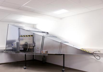 Die GTEM-Zelle dient der Aufnahme des Prüflings bei der Messung und Prüfung gestrahlter Störsendungen bzw. Störfestigkeit nach IEC 61000-4-20