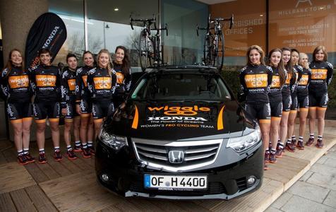 Das Wiggle Honda Pro Cycling Team (4.v.l. Anna-Bianca Schnitzmeier, 6.v.r. Rochelle Gilmore)