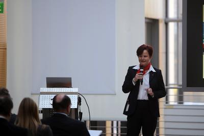 Simone Arnhold, Marketingleiterin Industrie-Klebebänder, Klebstoffe und Kennzeichnungssysteme, führte durch die Veranstaltung / Foto 3M