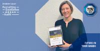 Bild: Kerstin Minderlein, Teamleiterin Talent Acquisition Deutschland bei der TÜV SÜD AG mit dem Recruiting-Excellence-Award, zertifiziert durch Jobware GmbH