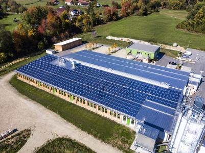 Solarkraftwerk auf der Holzmanufaktur Liebich im bayerischen Wald