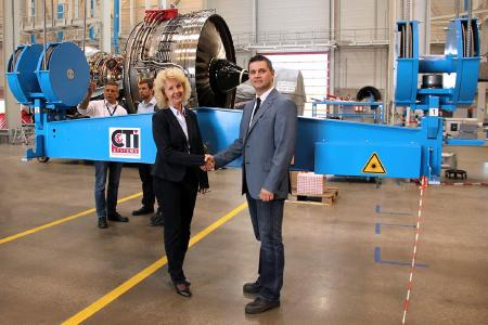 Ms. Roswita Riemann (Commodity Lead Buyer N3) and Mr. Marco Mergen (Manager After-Sales & Service CTI Systems) during commissioning of engine material handling