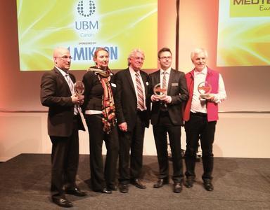 Matthias Pauli, NanoFocus AG, (2.v.r.) erhält den MEDTEC EMDT Innovations Award für das innovative 3D-Konfokalmikroskop µsurf custom.