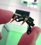 EJOT DELTA PT® Mikroschrauben im Soundprozessor eines Cochlea-Implantates – Direktverschraubung Platine mit Batteriekontaktfedern auf einen Kunststoffträger