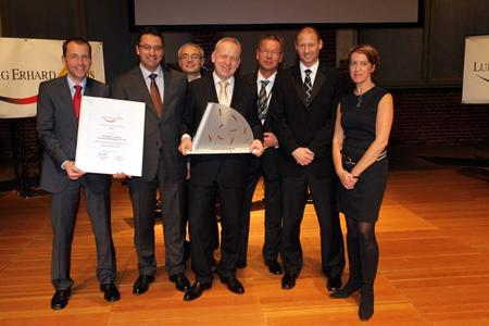 A prize for excellent quality management: Dr. Axel Fikus (Director Conducta Waldheim), Frank Decker (Quality Management), Philipp Roth (Technical Service), Dr. Manfred Jagiella (CEO), Stephan-Christian Köhler (Human Resources), Alexander Bruggner (Realization) and Ursula Heller (moderator) at the award ceremony in Berlin