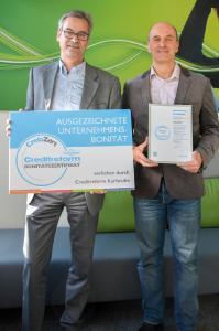 Daniel Bär (Creditreform Karlsruhe, links) und Holger Nawratil (Vorstand Asseco Solutions)