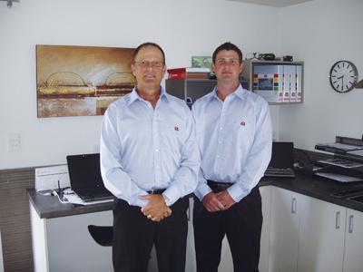 Bruce Hundley – Geschäftsführer von MAHA Neuseeland und sein Sohn Bruce Hundley, zuständig für den Verkauf und Service