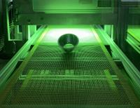 Zur Metallisierung von Kunststoffteilen ist eine Plasma-Vakuumbeschichtung in Kombination mit einem UV-Lack eine effektive Alternative.  Bildquelle: Arsonsisi