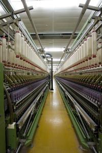 Mit modernsten Anlagen in Spinnerei, Zwirnerei, Färberei und Garnmerzerisation sowie einem jährlichen Output von mehr als 3000 Tonnen Baumwollgarnen zählt das Unternehmen zu den führenden Herstellern von Garnen für textile Erzeugnisse namhafter Kunden / ©Gebrüder Otto GmbH & Co. KG
