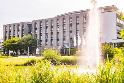 Klinik mit Brunnen