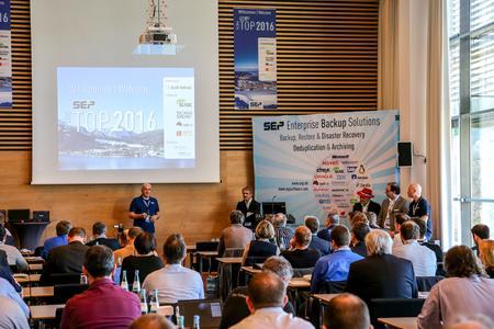 Eröffnungsveranstaltung des SEP Partner Summits 2016, CEO Georg Moosreiner begrüßt die Teilnehmer