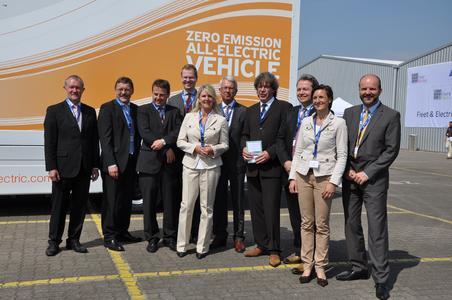 Organisatoren, Sponsoren und Redner des Fleet & Electric Day (von links): Uwe Wiese und Bernd Kupke (BLG), Peter Lindlahr (hySOLUTIONS), Prof. Tobias Held (HAW), Ute Landwehr-von Brock (GIC-Agentur), Manfred Kuhr (BLG), Werner Oltmann (Fleet Factory), Hans Stapelfeldt (Logistik Initiative Hamburg), Barbara Makowka (GIC) und Marcus H. Pauels(Smith)