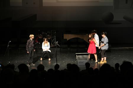 """Die Theatergruppe vom Privatgymnasium Dr. Florian Überreiter führte ein Theaterhäppchen aus """"Antigone"""" von Sophokles auf"""