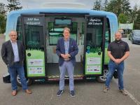 von links nach rechts: Ralph E. Hirschberg (Niederlassungsleiter der EurA AG Schleswig-Holstein in Enge-Sande und Gesamtprojektleiter des Projekts NAF-Bus), Gero Storjohann (MdB, CDU) und Marco Kalkhorst (Operator und Projektleiter NAF-Bus der GreenTEC Campus GmbH)
