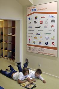 Viele Unternehmen haben den Umbau der einstigen Gewerberäume zum Help & Hope Kidstreff mit Baumaterialien und Möbeln unterstützt. Die Caparol-Gruppe legte ein Konzept für die farbliche Gestaltung vor, (Foto: Caparol/Help & Hope)