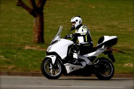 Mit dem Honda Integra sicher durch den Verkehr