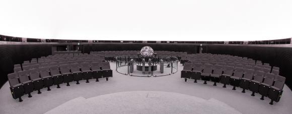 "Der Planetariumssaal mit dem Sternenprojektor ""Universarium IX"".(c)Frank-Michael Arndt"