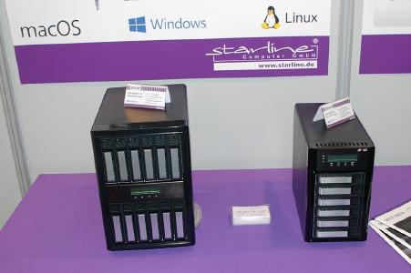 Neben dem ARC-8050T3-8 mit acht Laufwerksschächten, offeriert Starline seinen Kunden auch Systeme mit sechs und zwölf Einschüben. Die beiden abgebildeten Varianten haben zudem den Vorteil, dass sie über einen Expansion-Port verfügen und so in der Lage sind, insgesamt bis zu 256 Laufwerke anzusteuern. Weiterer Trumpf: Alle Systeme dieser Klasse haben einen separaten Bildschirmausgang eingebaut