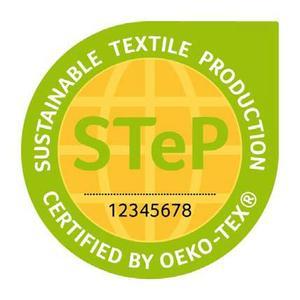Als Nachweis für nachhaltige Produktionsbedingungen müssen zum Marktstart des Made in Green Labels mindestens die an der Herstellung eines ausgelobten Produkts beteiligten Konfektionsbetriebe und Nassprozesse nach STeP by OEKO-TEX® zertifiziert sein