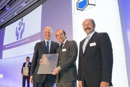 Übergabe des Awards an die CHT Geschäftsführung