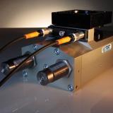 Schwenkeinheit SES-9 mit eingechraubten Sensoren - alle Störkanten auf einer Seite