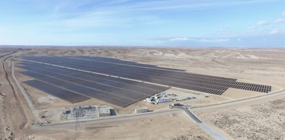 Ashalim solar power plant is located in the Israeli Negev Desert (Picture: BELECTRIC)